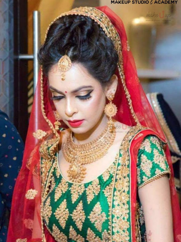 airbrush bridal makeup on venue